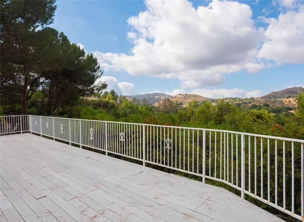 backyard balcony - 4133 Pulido Ct Calabasas, CA 91302
