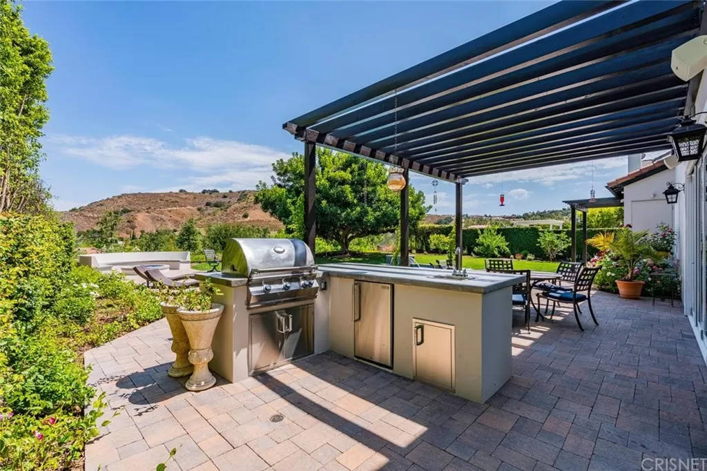 Backyard Patio 3890 Prado Del Trigo Calabasas, CA 91302