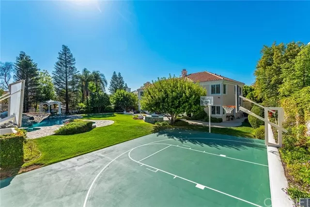 Basketball Court 5374 Wellesley Dr Calabasas, CA 91302