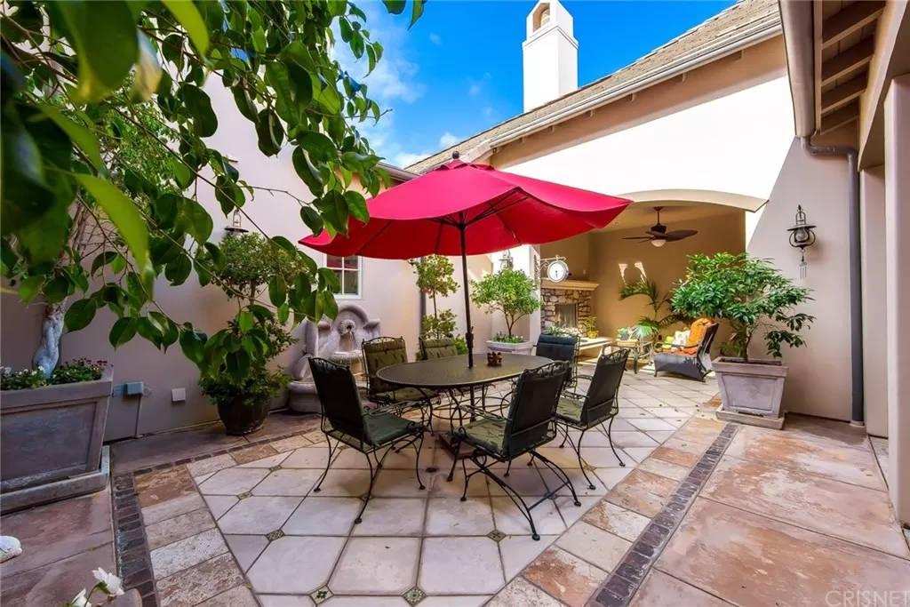 Courtyard 3935 Prado Del Maiz Calabasas, CA 91302