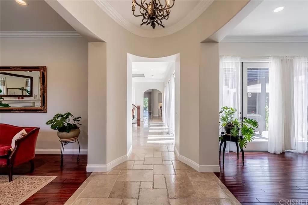Hallway 3890 Prado Del Trigo Calabasas, CA 91302