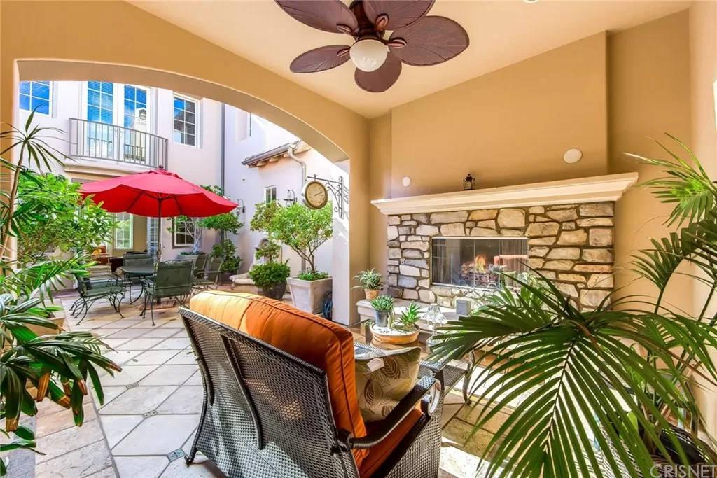 Indoor Outdoor Living Room 3935 Prado Del Maiz Calabasas, CA 91302