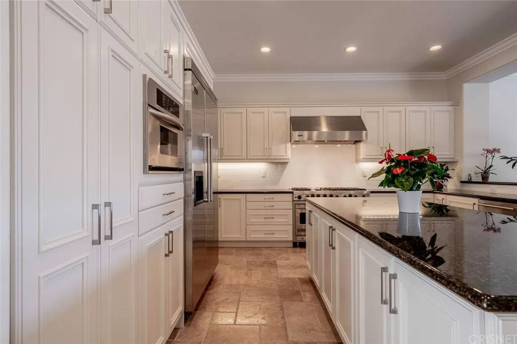 Kitchen Two 3890 Prado Del Trigo Calabasas, CA 91302