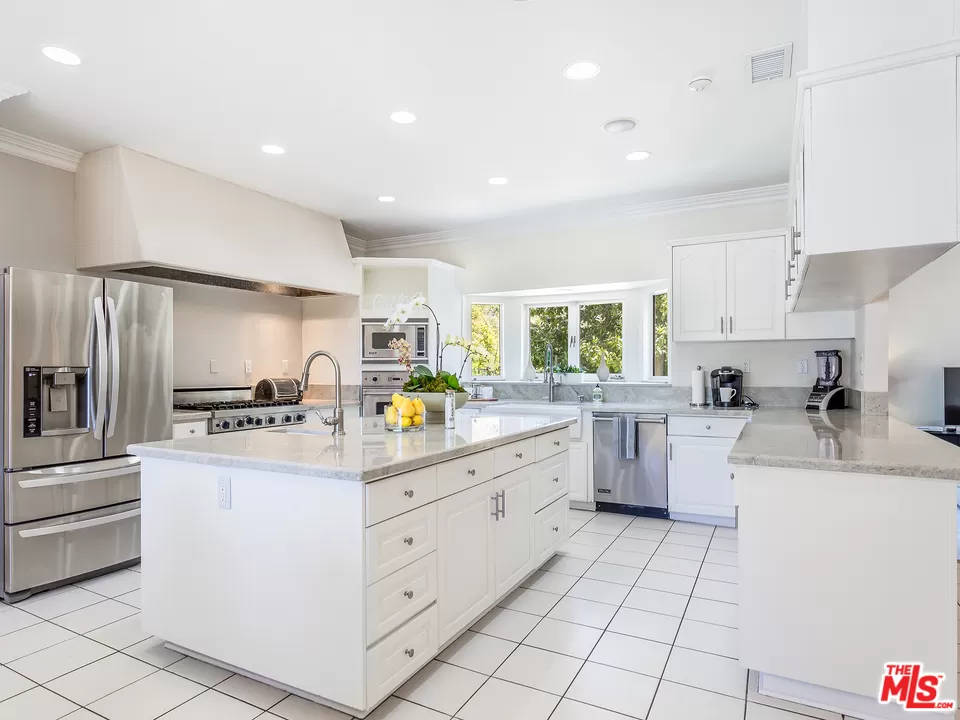 Kitchen 2069 Cold Canyon Rd Calabasas, CA 91302