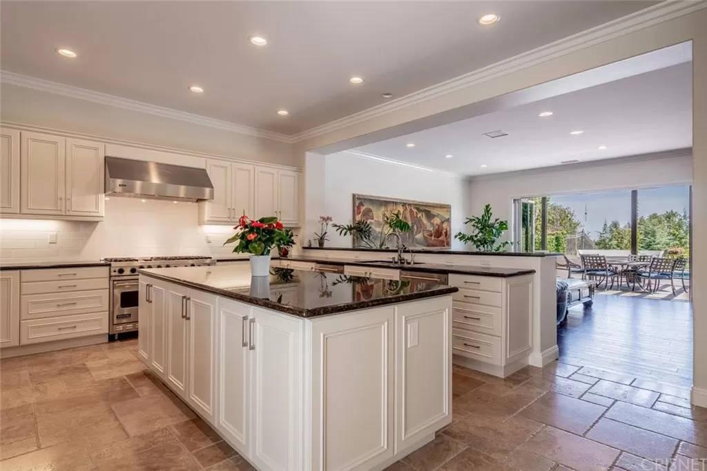 Kitchen 3890 Prado Del Trigo Calabasas, CA 91302