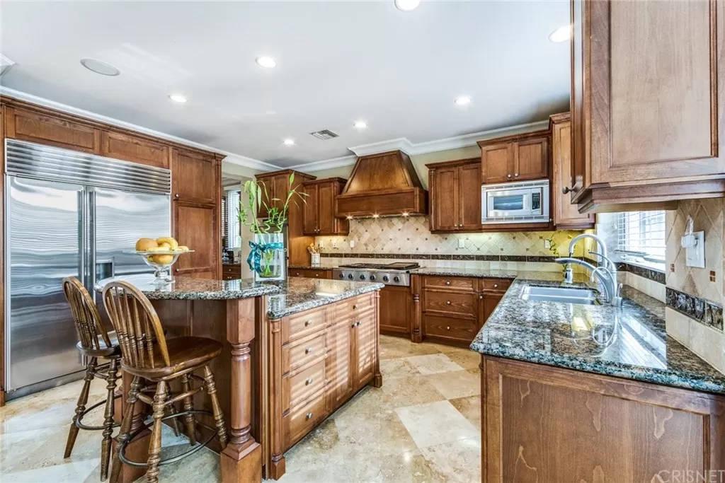 Kitchen Two 3935 Prado Del Maiz Calabasas, CA 91302