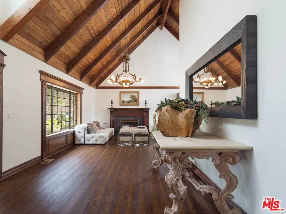 Living Room 24940 Bob Batchelor Rd Calabasas, CA 91302