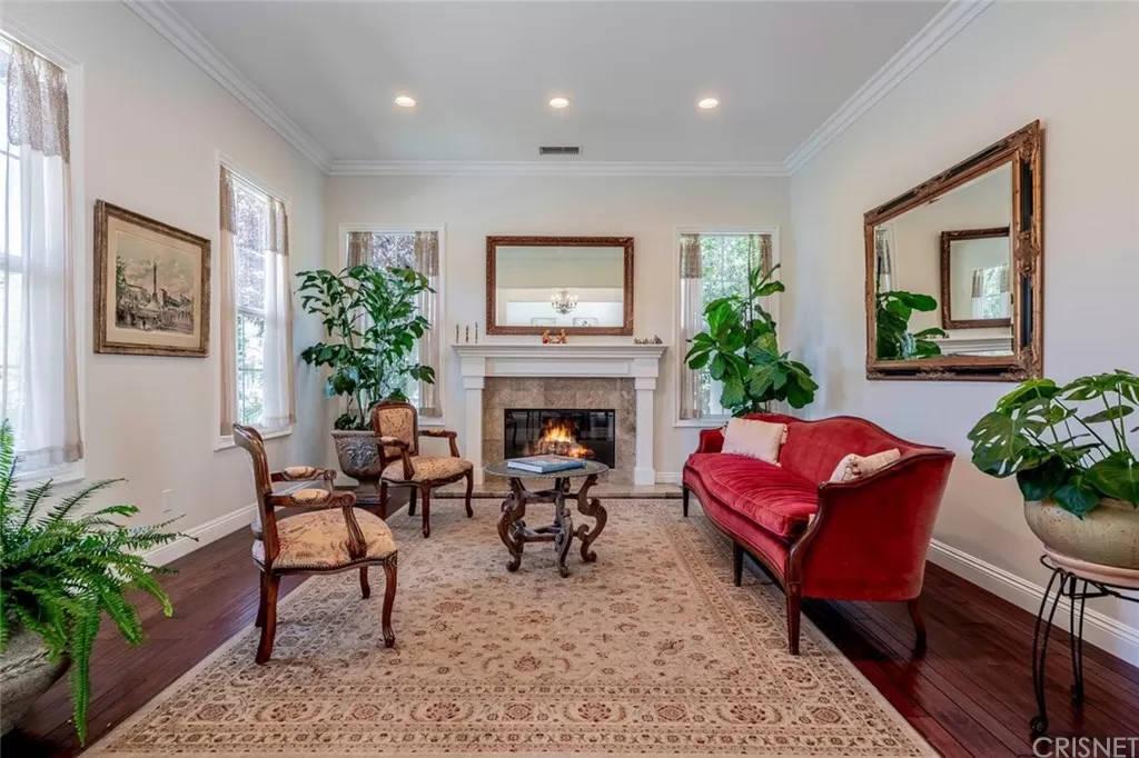 Living Room 3890 Prado Del Trigo Calabasas, CA 91302
