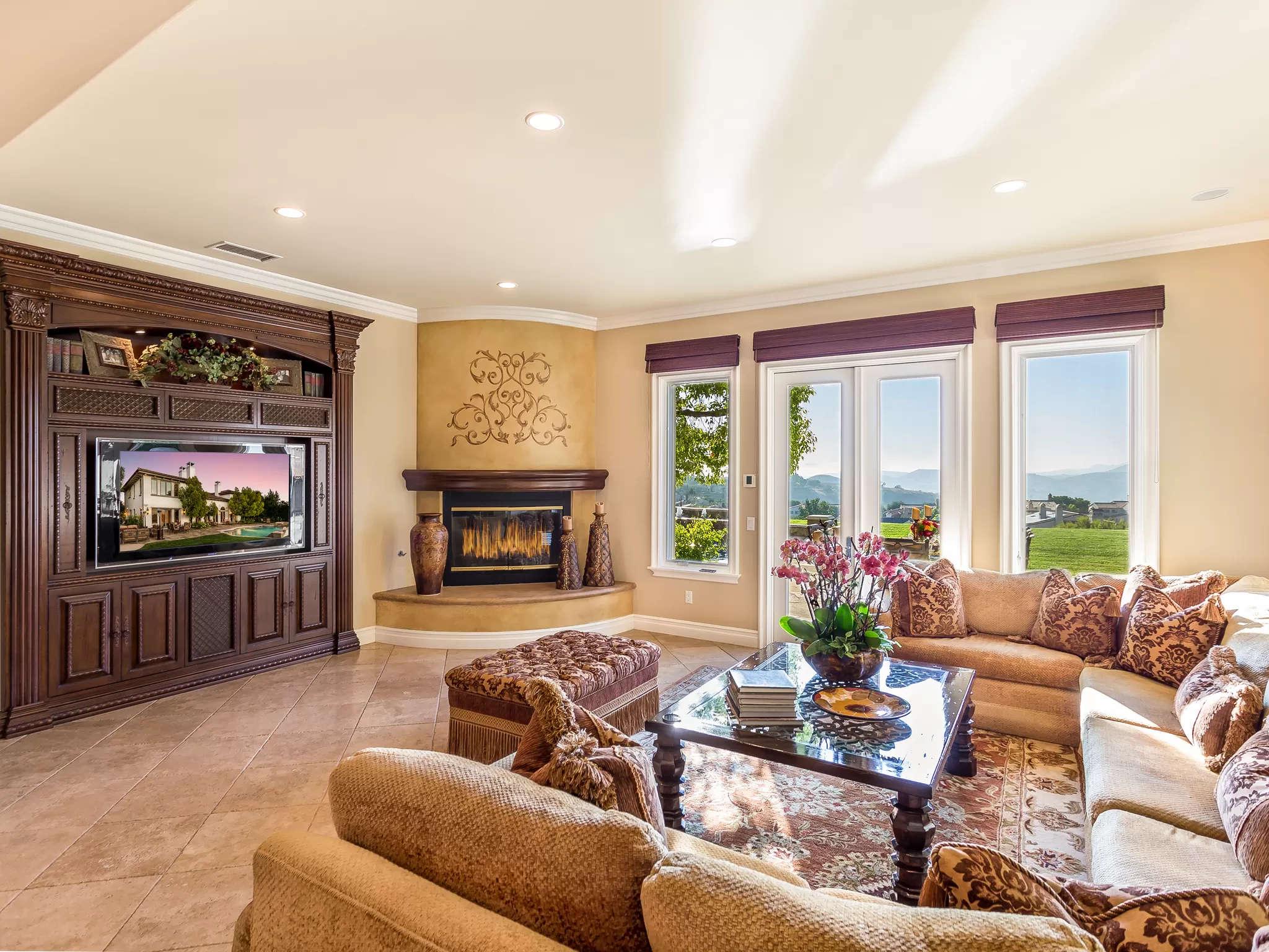 Living Room 4189 Prado De Los Pajaros Calabasas, CA 91302