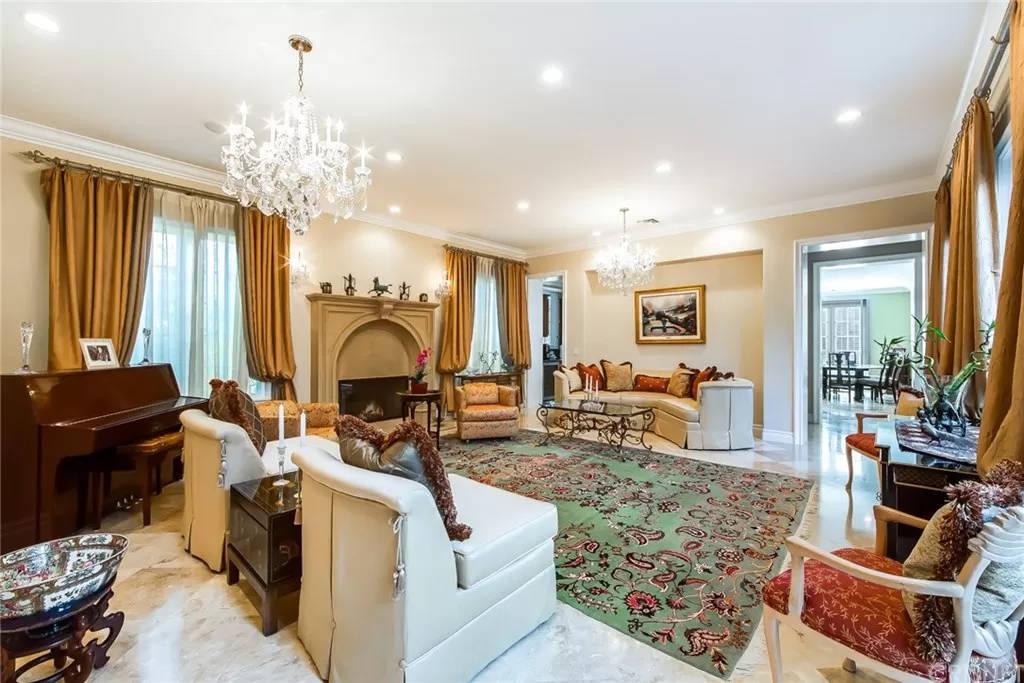 Main living Room 3935 Prado Del Maiz Calabasas, CA 91302