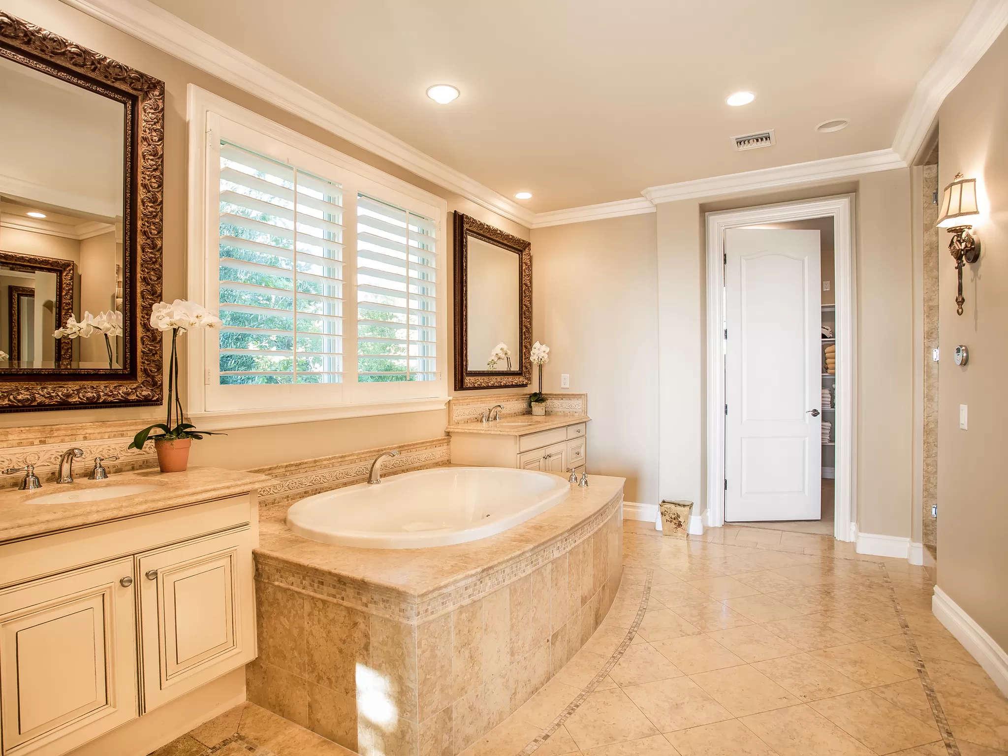 Master Bath 4189 Prado De Los Pajaros Calabasas, CA 91302