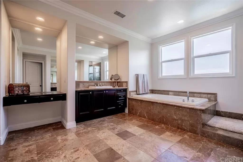 Master Bathroom 3890 Prado Del Trigo Calabasas, CA 91302
