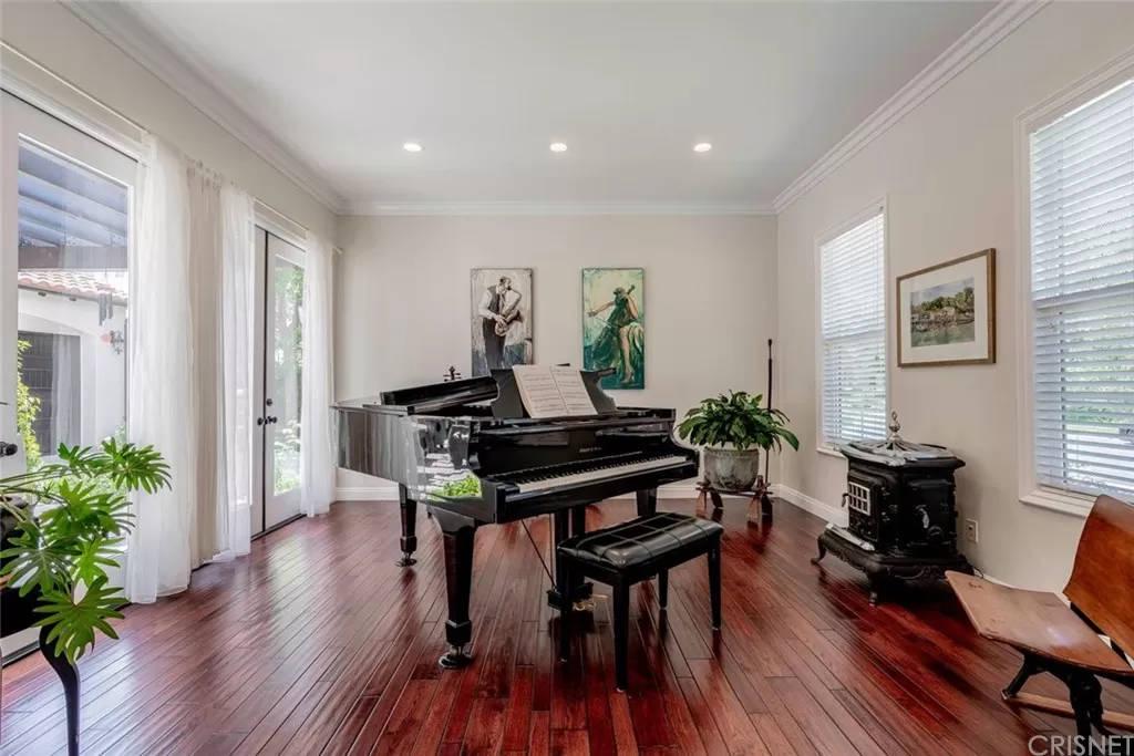 Piano Room 3890 Prado Del Trigo Calabasas, CA 91302